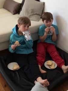 De envisades med att käka frukost i sängen. Min säng